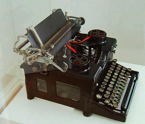 Pessoa's typwriter: Photo Ernst Schade